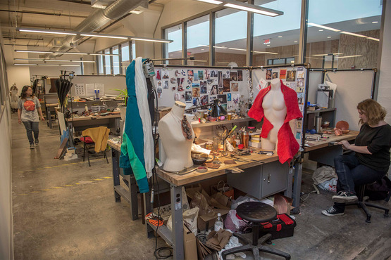 Majors have studio spaces in which they can surround themselves with personal inspiration. Each space provides a workbench, seating, lighting and secure storage.