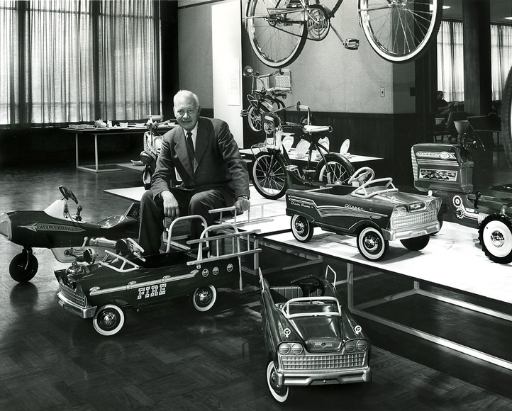 Internationally known industrial designer, artist, and teacher Viktor Schreckengost '29 (1906-2008) at the 1976 retrospective exhibition at CIA, surrounded by some of his iconic designs. Photograph copyrighted 1976 by the Cleveland Institute of Art.