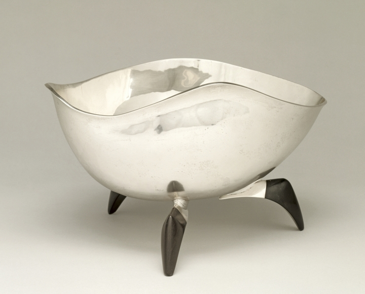 Frederick A. Miller '40 (American, 1913-2000). Free Form Fruit Bowl (1955). Silver, 16.6 x 26.8 x 21 cm. The Cleveland Museum of Art, Silver Jubilee Treasure Fund 1956.116
