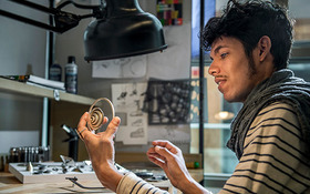 Cuban artist Valdes spends residency in Jewelry + Metals studios